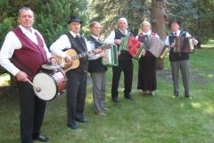 Armonikierių-ansamblis-miškininkų-šventėje-Norgėluose