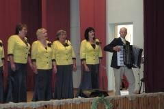 Šaukoto-kultūros-namų-moterų-vokalinis-ansamblis-ir-vadovas-Egidijus-Lubickas