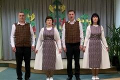 Folkloriniu-sokiu-grupes-nariu-pasirodymo-akimirka